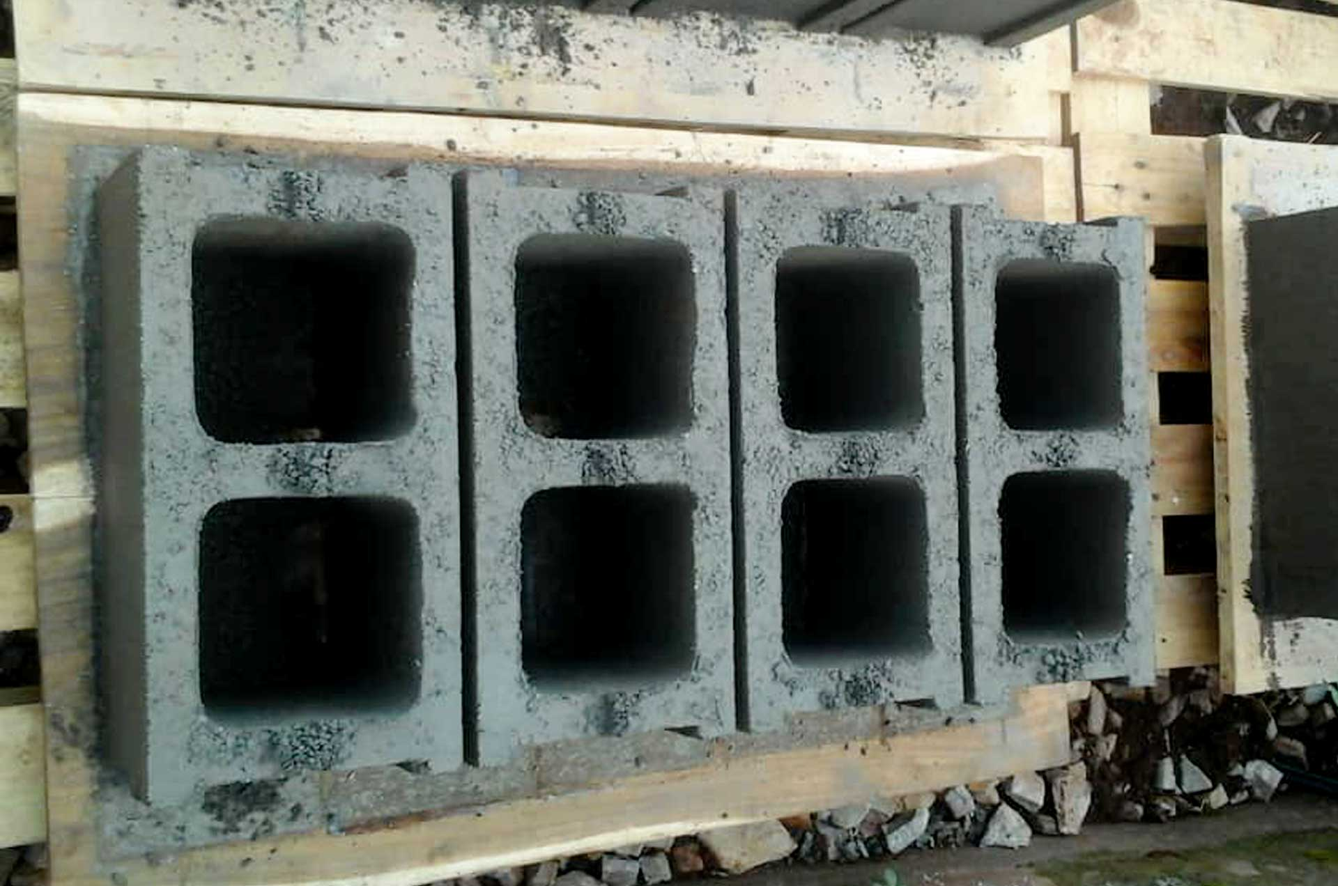hollow_concrete_block_r004